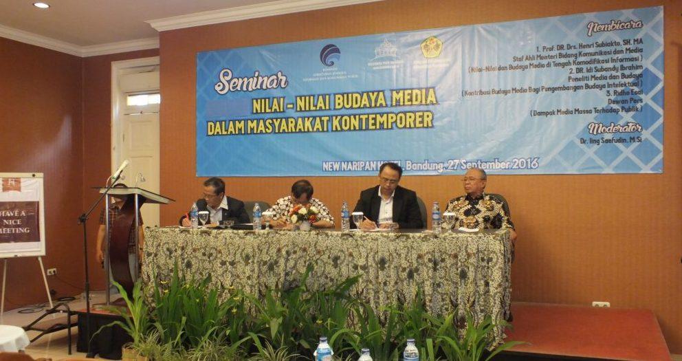 Permalink to:Seminar Nasional dengan Monumen Pers Solo